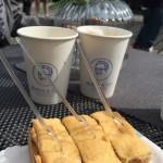 Kaffee von www.ehrlichundfein.de und Apfelkuchen von www.wandlbeck.de
